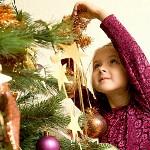 Наряжаем новогоднюю елку вместе с ребенком