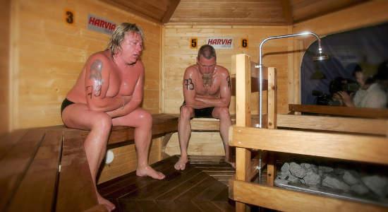 Голые русские девки парятся в бане